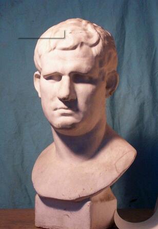 阿格里巴大理石雕像